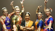Classical Indian dancers