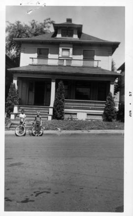 Portland City Archives: A2001-004.94 : 219 N Cherry St