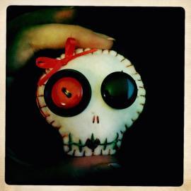 skull buttons 2