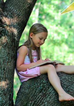 carmp read - girl reading