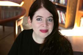 Author Nova Ren Suma