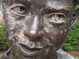 Sculpture of Henry;  photo by Beverly Stafford, Multnomah County Library